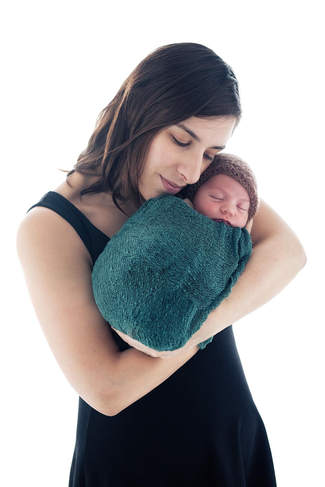 photo artistique bébé nouveau-né lot-et-garonne marmande tonneins virazeil contre-jour famille maman