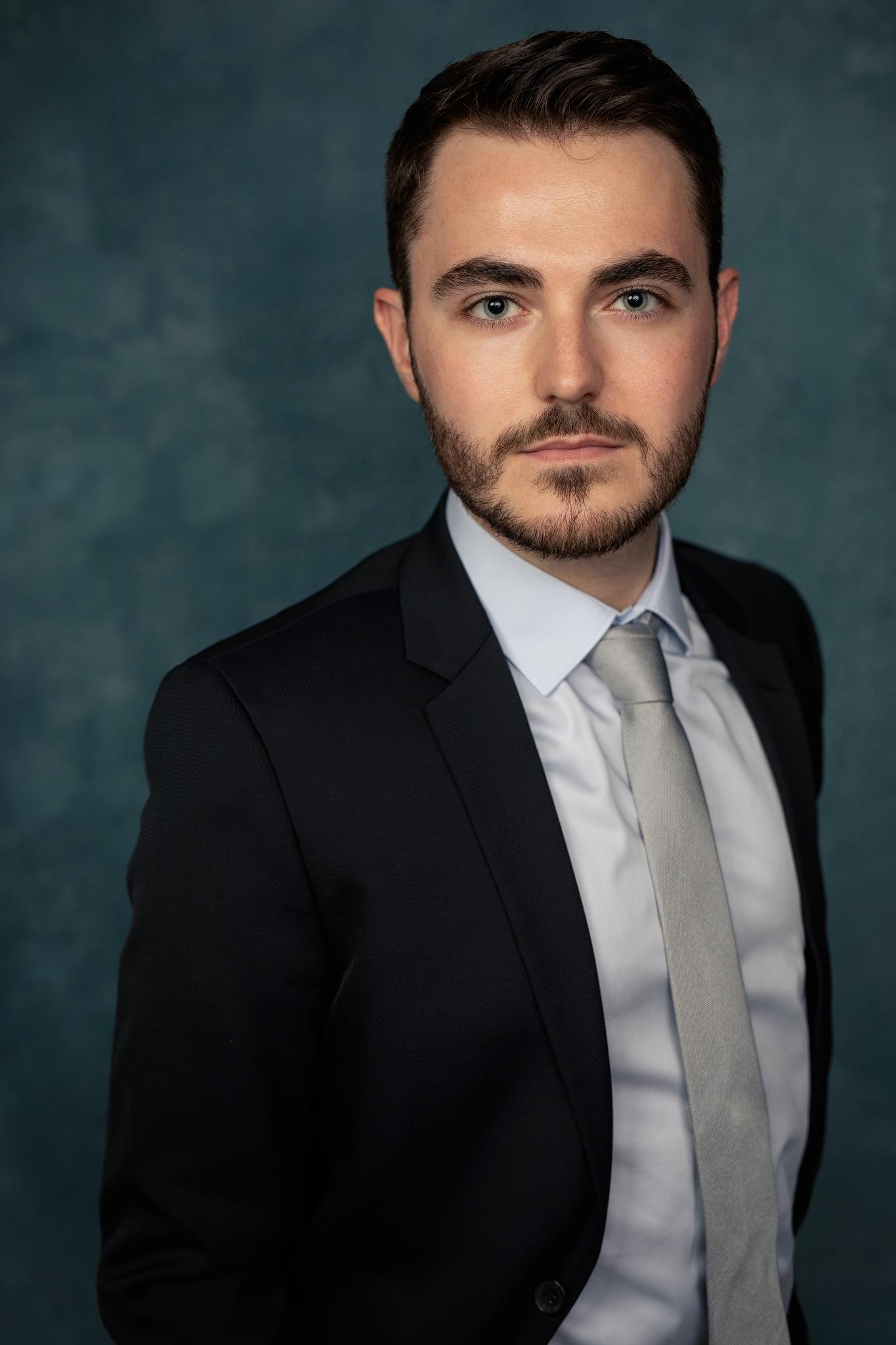 portrait professionnel corporate classique business lot-et-garonne marmande tonneins virazeil homme fond bleu