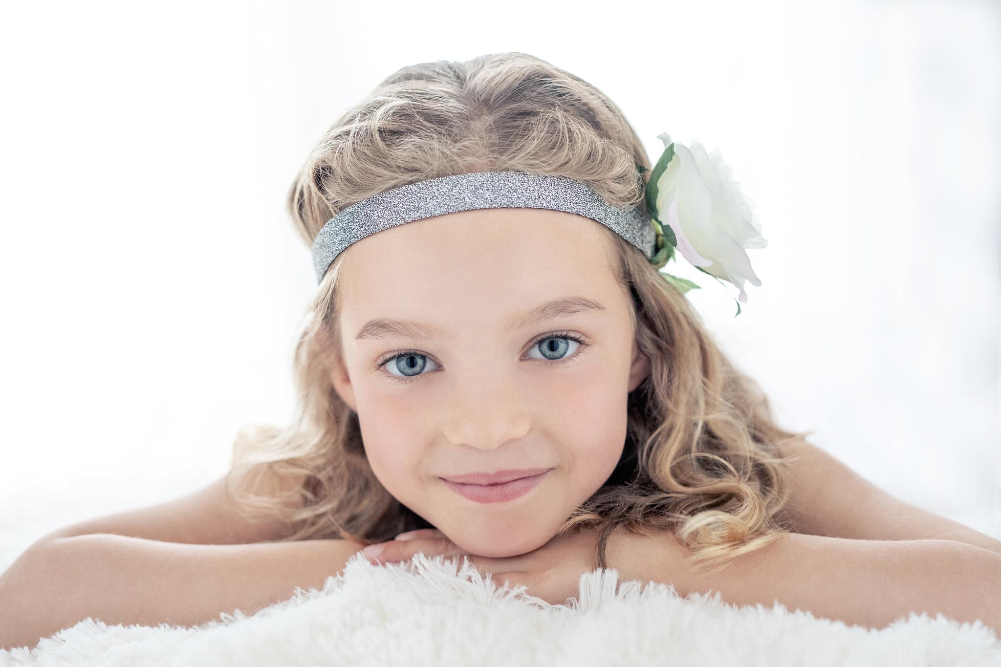 petite fille contre-jour fleurs blanche photo portrait studio lot-et-garonne marmande tonneins virazeil