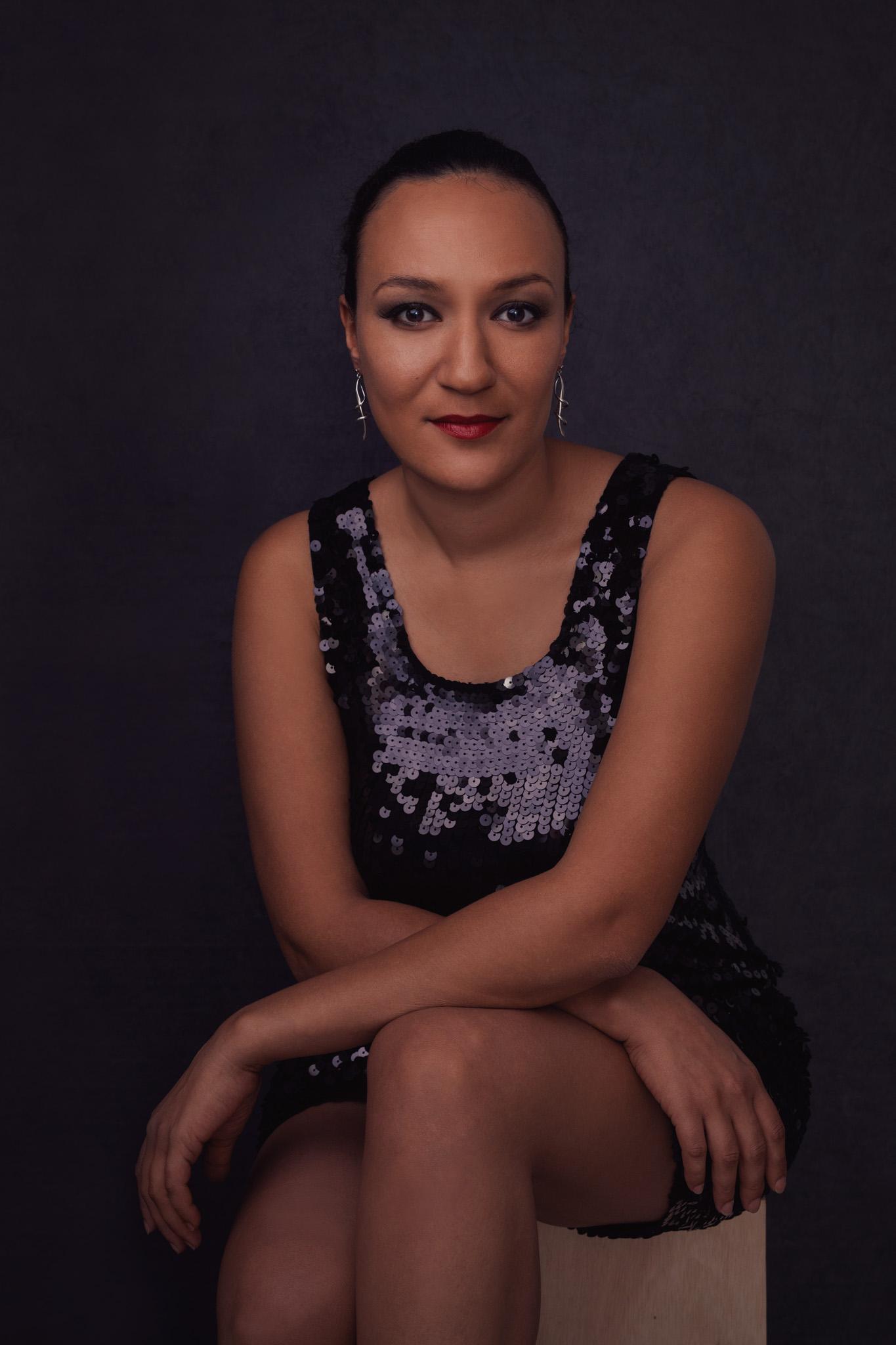 magazine jeune femme pose assise fashion confiante photo portrait studio lot-et-garonne marmande tonneins virazeil