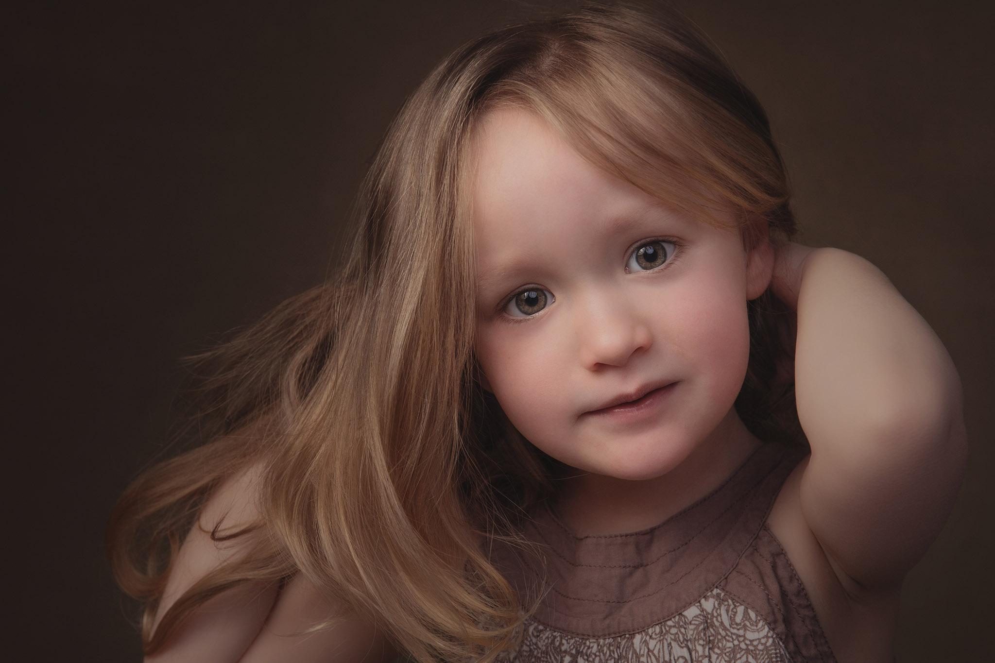 petite fille fine-art tableau cheveux blonds photo portrait studio lot-et-garonne marmande tonneins virazeil