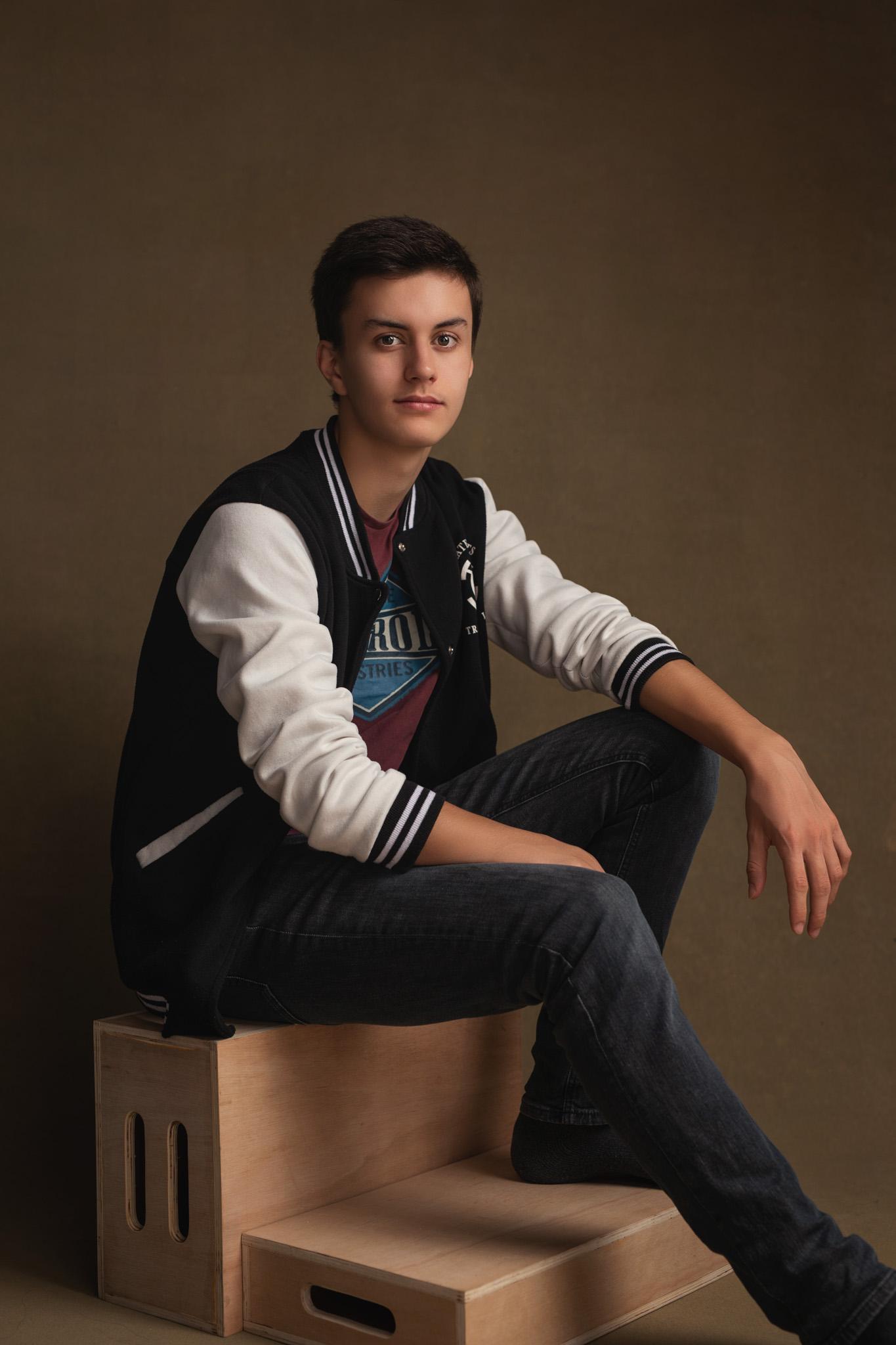 jeune homne fashion magazine pose assis photo portrait studio lot-et-garonne marmande tonneins virazeil