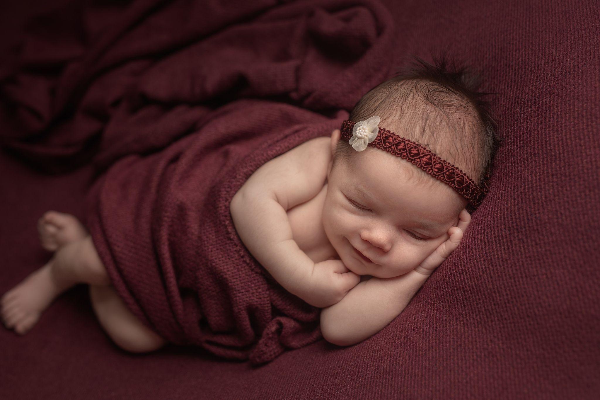 photo artistique bébé nouveau-né côté rouge lot-et-garonne marmande tonneins virazeil sourire